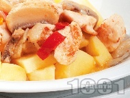Задушени пилешки жулиени с гъби и картофи